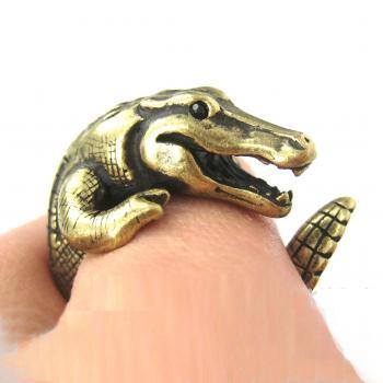 Large 3D Crocodile Animal Wrap Around Hug Ring in Bronze Sizes 4 to 9